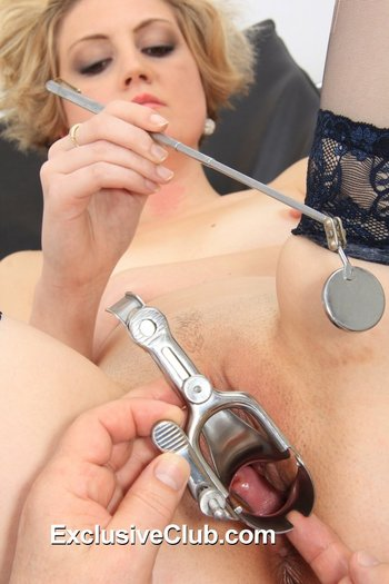 Freaky Doctor opens pussy using a speculum